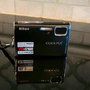 Nikon Coolpix S51 - Digital camera - compact - 8.1